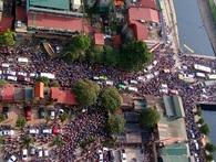 Xe cộ chen chúc qua cầu ở Hà Nội sau vụ va chạm giao thông