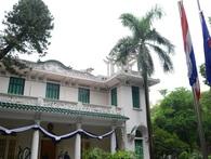 Đoàn người xếp hàng viếng nhà vua Thái Lan tại Hà Nội