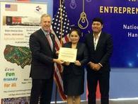Vợ chồng Việt chiến thắng cuộc thi Ý tưởng khởi nghiệp của Đại sứ Mỹ
