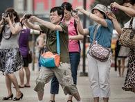 Đà Nẵng dịch và phát miễn phí 5.000 bộ quy tắc ứng xử du lịch sang tiếng Trung Quốc, đề nghị ăn mặc lịch sự, không la hét, bảo vệ môi trường...
