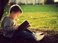 Trẻ đọc sách nhiều sẽ có thu nhập cao hơn khi trưởng thành
