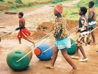 Chẳng cần phát minh vĩ đại, ý tưởng đơn giản này đã cứu giúp hàng chục nghìn người dân nghèo châu Phi