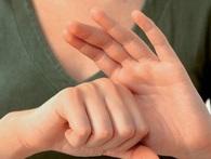 Học người Nhật trị bệnh trong 3 phút bằng cách chỉ bằng cách nắm các ngón tay cực hay