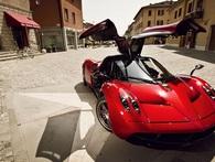 """Siêu xe Pagani Huayra của Minh """"nhựa"""" có giá trị lớn hơn 1/3 số công ty trên sàn chứng khoán Việt"""