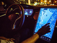 Xe Tesla đâm vào xe buýt du lịch tại Đức, tài xế khẳng định đã bật tính năng tự động lái