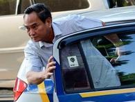 Thứ trưởng Tài chính thoải mái khi đi làm bằng taxi