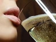 """Đây là cách để uống và bảo quản sâm panh như người """"sành điệu"""""""