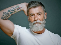"""Chỉ với việc đổi """"kiểu râu"""", người đàn ông này đã thay đổi hoàn toàn cuộc đời của mình"""
