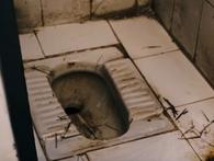 Không chịu nổi sự hôi thối ở nhà vệ sinh công cộng, Bill Gates tự chế nước hoa khử mùi hiệu quả cho chốn 'thiên đường' này
