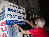 Người vẽ quảng cáo kiểu cổ còn sót lại ở Sài Gòn