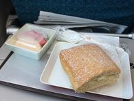 Nếu đã từng ăn món bánh mì huyền thoại của hàng không Việt, có bao giờ bạn tự hỏi tại sao vị của nó lại dở đến vậy?