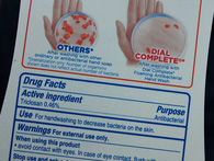 Mỹ cấm xà phòng diệt khuẩn có chứa một trong 19 loại hoá chất