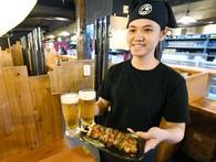 Chuyện sinh viên Việt Nam làm thêm trong các quán rượu bình dân trên đất Nhật