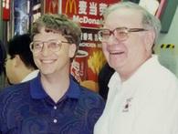 Giàu có đến như vậy nhưng Warren Buffett từng mua bữa trưa cho Bill Gates bằng phiếu giảm giá