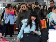 """Thống kê cho thấy, gia đình có người """"rời quê lên Hà Nội, TPHCM làm ăn"""" giàu có hơn và cuộc sống tốt hơn"""