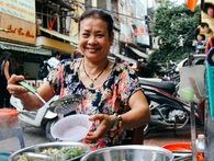 Quán ốc đặc biệt ở Hà Nội: Suốt 20 năm chủ và nhân viên không nói với khách một lời