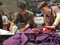 Vì sao người Việt mua áo 'made in Vietnam' 300.000 đồng chê đắt nhưng đội nắng 15 tiếng mua áo H&M 700.000 đồng vẫn khen rẻ ?