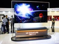 """LG Việt Nam trình làng dòng TV OLED """"dán tường"""", mỏng nhất thị trường, chỉ 2,75 mm, giá đắt ngang xe ô tô"""
