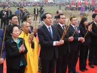 Hà Nam: Chủ tịch nước lái máy cày trong lễ hội Tịch điền Đọi Sơn 2017