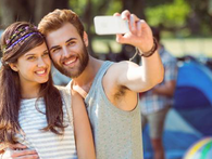 Các nhà khoa học khuyên rằng: Chọn bạn đời, nhớ tránh những người hay selfie