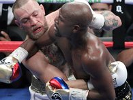 """Thất bại trước Floyd Mayweather trong trận quyền Anh tỷ đô lịch sử, vì sao cả thế giới vẫn yêu thích """"gã điên"""" Conor McGregor?"""