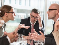 14 hoạt động tốn thời gian mà quản lý nên hạn chế để đỡ làm khổ nhân viên