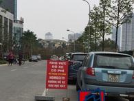 Cổng chính vào khu chung cư bỗng bị rào lại, hàng nghìn cư dân Home City Trung Kính sống trong bất an