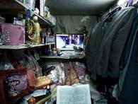 Sốc với cuộc sống bên trong nhà lồng giống như quan tài ở đảo ngọc Hong Kong