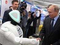 Chú Robot 2 lần chạy trốn khỏi phòng thí nghiệm được bắt tay với tổng thống Putin