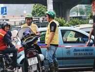 Bát nháo cảnh hàng chục tài xế xe ôm mặc áo giả GrabBike bắt khách ngay bến xe Mỹ Đình