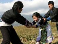 Tục bắt vợ truyền thống của người H'Mông ra sao?