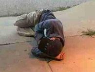 Chỉ còn vài xu dính túi, người đàn ông vô gia cư vẫn cố làm 1 việc và hồi kết mãn nguyện!