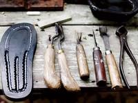 Gặp người hơn nửa thế kỷ làm dép lốp