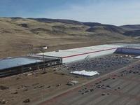 """Lại thêm những hình ảnh """"nóng hôi hổi"""" về siêu nhà máy của Elon Musk"""