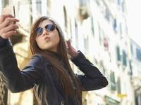 Nữ giới cẩn thận, khoa học chứng minh chụp ảnh tự sướng nhiều chóng già