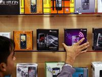 """Hãng điện thoại Ấn Độ """"đại chiến"""" Apple, Samsung"""