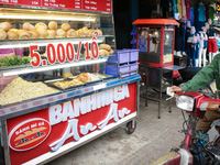 Ổ bánh mì 5.000 đồng độc nhất ở Sài Gòn: bánh thì rẻ nhưng tình người thì đắt!