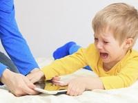 Trẻ xin dùng smartphone đừng vội cấm, hãy làm theo đúng 3 bước sau đây: vừa khiến con vui, lại được tiếng bố mẹ tâm lý