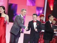 Gã khổng lồ bán lẻ trực tuyến Alibaba đang phải đi xây cửa hàng giống Apple Store