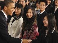 Làm luận văn hộ, giả mạo thư giới thiệu, tráo bảng điểm, công ty này đã đưa hơn 2 triệu du học sinh Trung Quốc tràn sang Mỹ mỗi năm