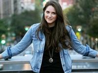 """26 tuổi, xinh đẹp, CEO của một startup thành công: Bí quyết của cô gái này là luôn nói """"Có"""" trong mọi hoàn cảnh"""