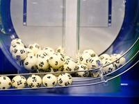 Trúng xổ số Powerball Mỹ: Bị sét đánh còn dễ hơn 250 lần