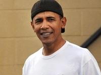 Obama mang dép xỏ ngón, đội mũ lưỡi trai ngược đi nghỉ