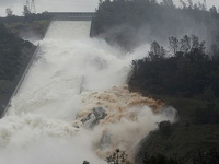 Đập cao nhất nước Mỹ sắp vỡ, 190.000 người sơ tán khẩn cấp