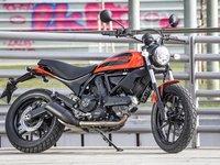 Đường đến công sở căng tràn cảm hứng với Ducati Scrambler Sixty2