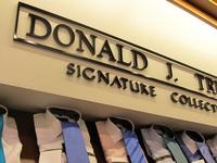 """Hàng mang thương hiệu Trump quá """"ế"""" nên bị các chuỗi bán lẻ ngừng kinh doanh"""