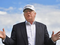 30 ngày của Donald Trump: 8 sự kiện gây sốc, 5 lần chơi golf, tiêu 11 triệu USD