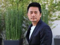 """Con đường từ sinh viên Kinh tế thành """"vua quảng cáo"""" 30s kiếm chục nghìn đô của 'Jang Dong Gun Việt Nam'"""