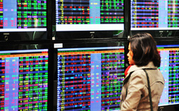 VN-Index giảm phiên mạnh nhất từ sau Tết, cổ phiếu ngân hàng, thép, bất động sản bị bán ồ ạt