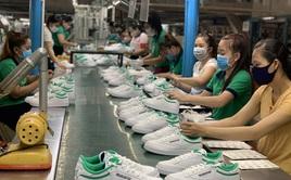 Việt Nam nằm trong 1/3 quốc gia chưa tăng lương tối thiểu trong năm mới 2021
